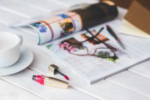 雑誌と口紅